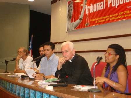Da esquerda para a direita: João Maria Van Damme (ASP), Lindon de Araújo Santos (EPJ), Ricarte Almeida Santos (Cáritas MA), Dom Xavier (CNBB-NE V) e Gilsely Barreto (Cáritas Nacional)