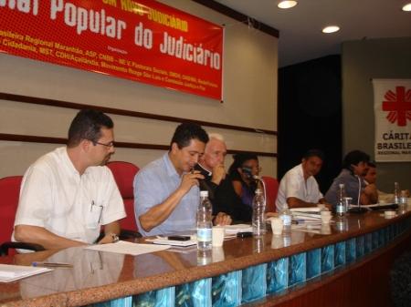 Representantes das entidades promotoras do Tribunal Popular do Judiciário durante seu lançamento
