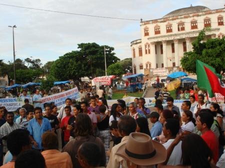 Manifestantes ocuparam a Praça do Pantheon, em ato na tarde de segunda-feira (22)