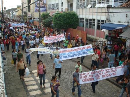Manifestantes percorreram toda a extensão da Rua Grande