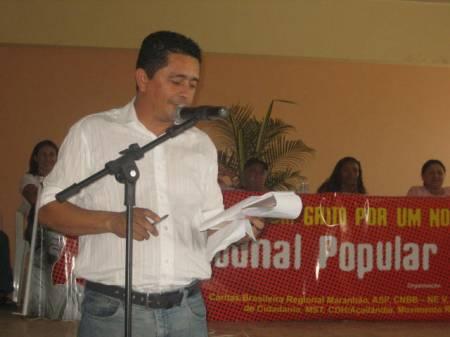 O secretário executivo da Cáritas Brasileira Regional Maranhão Ricarte Almeida Santos: mestre de cerimônias do Tribunal Popular do Judiciário